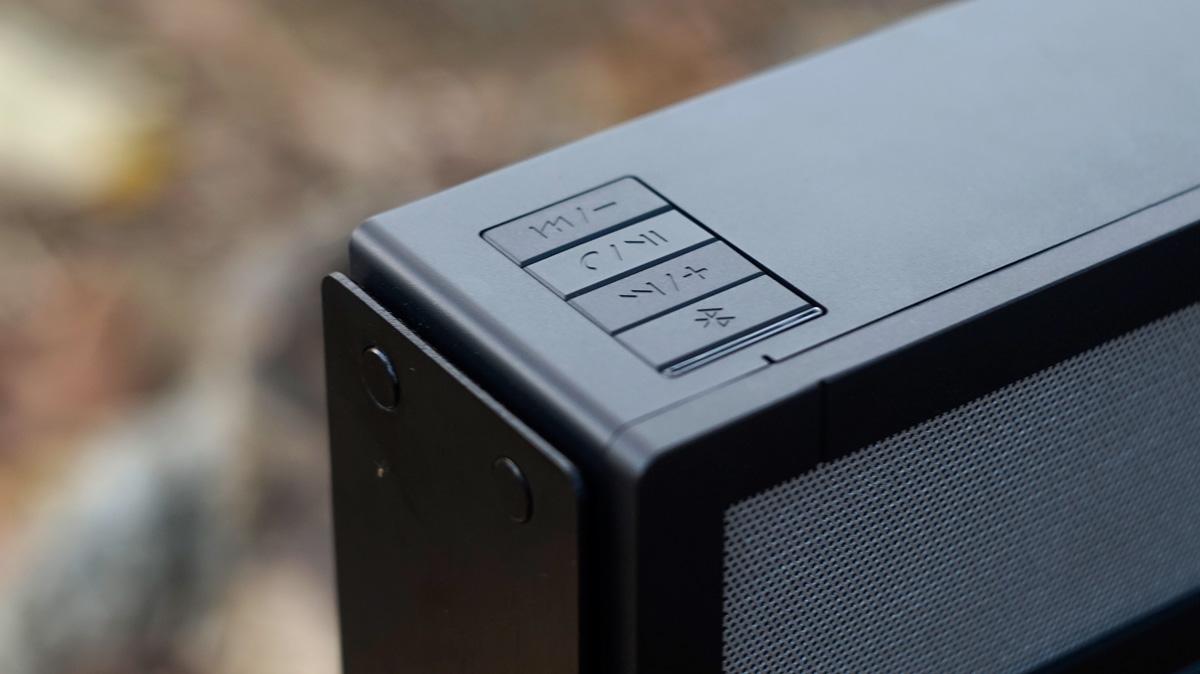 LUXA2-GroovyA-Wireless-Speaker-7