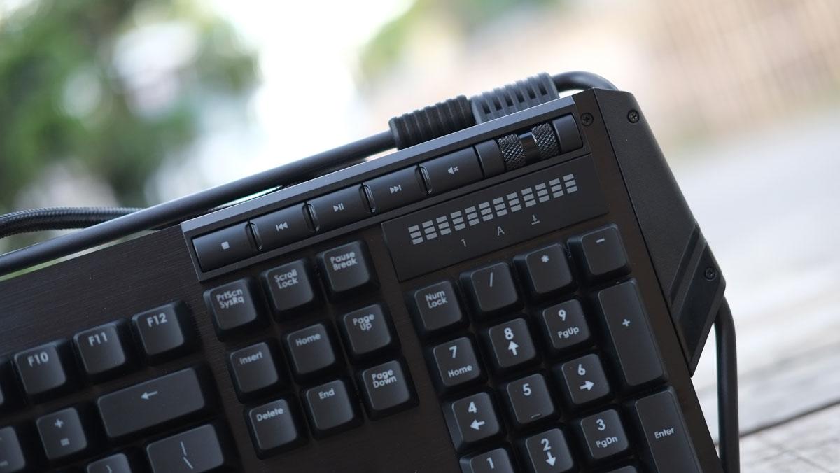 g-skill-ripjaws-km780-rgb-keyboard-20