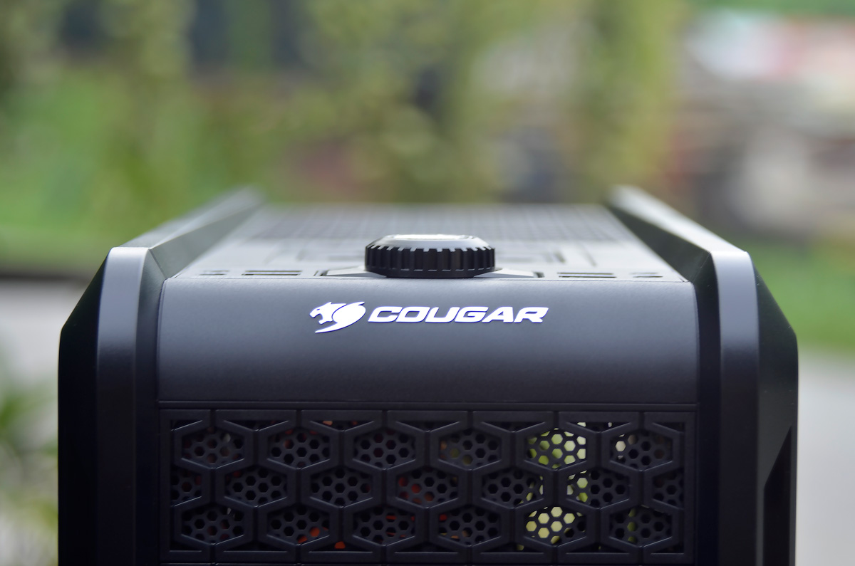 COUGAR Evolution Full Tower Review (32)