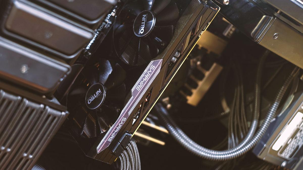 Sapphire-Nitro-R9-380-Review-11