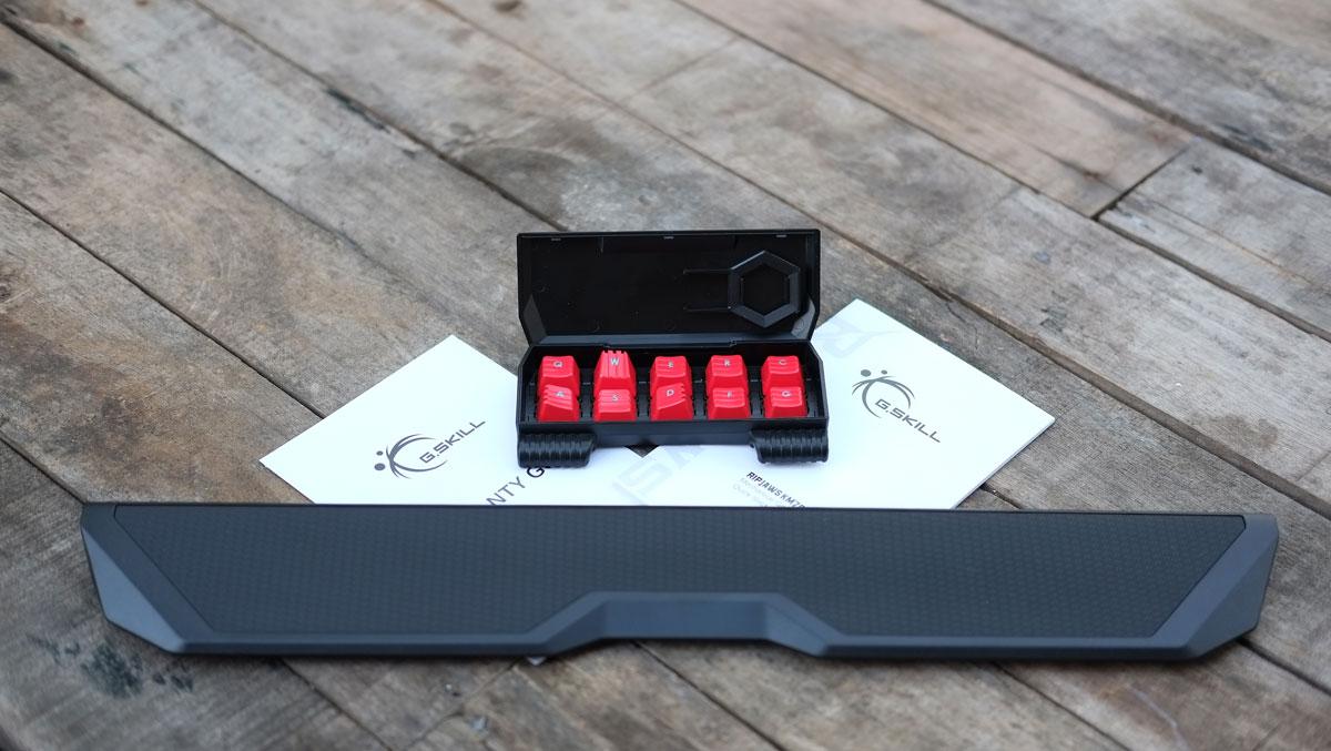 G.Skill-RIPJAWS-KM780-RGB-Keyboard-10
