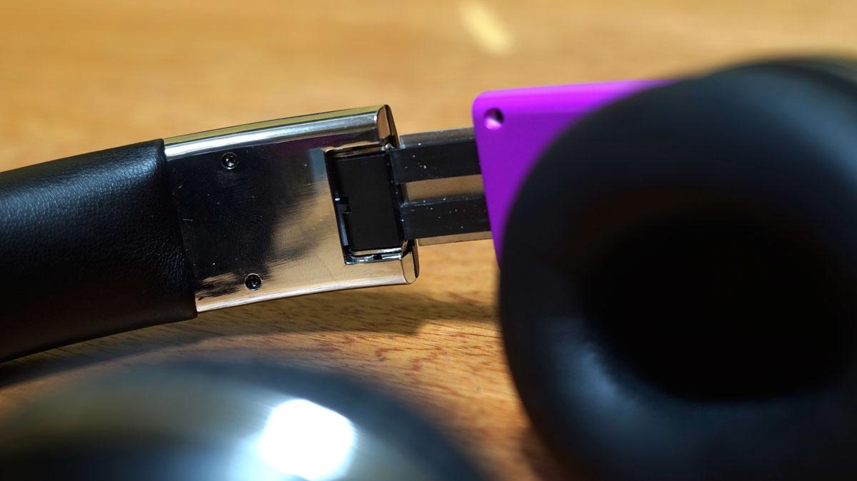 Andromedia-Intense-M-Wireless-Bluetooth-Headset-10
