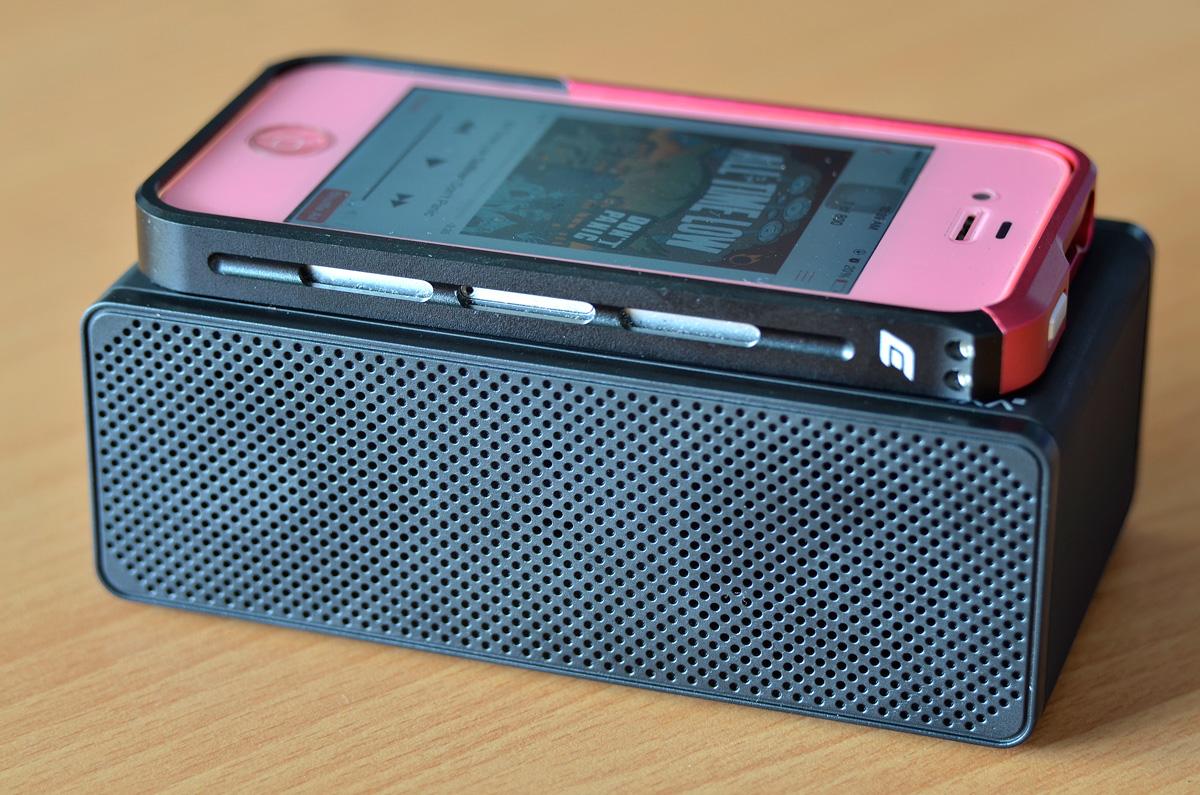 LUXA2-Groovy-T-Wireless-Speaker-13